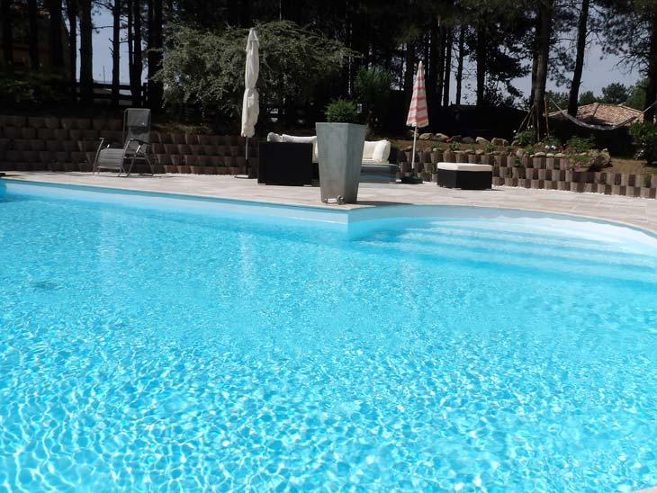 Piscine mesure muret maisons piscines et tradition for Piscine coque sur mesure